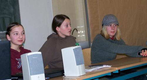 sch lerinnen halten seminar an der universit t leipzig freie schule leipzig. Black Bedroom Furniture Sets. Home Design Ideas